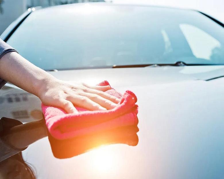 lavaggio-auto-meglio-quello-a-mano-o-presso-un-autolavaggio
